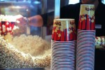 Weltweit verdursten jährlich 120'000 Menschen wegen zu salzigem Popcorn. Die Dunkelziffer dürfte allerdings tiefer liegen, da auch die Opfer von Salzbrezeln zur Popcorn-Statistik dazugezählt werden.   bild: keystone