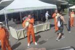 """Von wegen """"Orange trägt nur die Müllabfuhr."""" Auch die Pegida-Mitglieder stehen auf Farbe."""