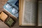 Falls Sie zwischen 12 und 16 sind. Das rechts ist ein Buch. Quasi das iPad des 17. Jahrhunderts.
